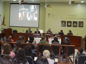 Diversos debatedores deram seus depoimentos e demonstraram experiências exitosas de combate ao uso de drogas