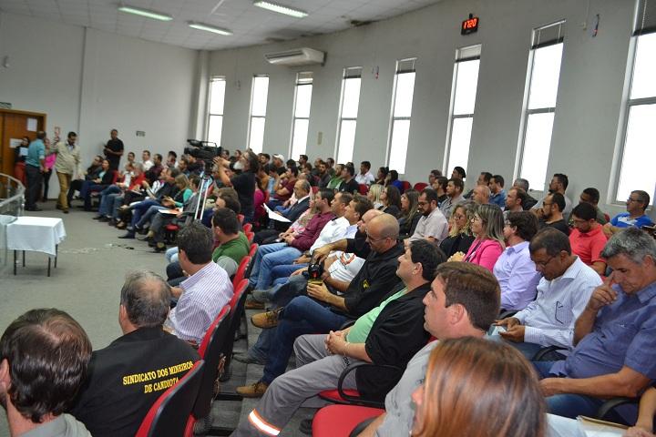 Público lotou as dependências da Câmara de Vereadores
