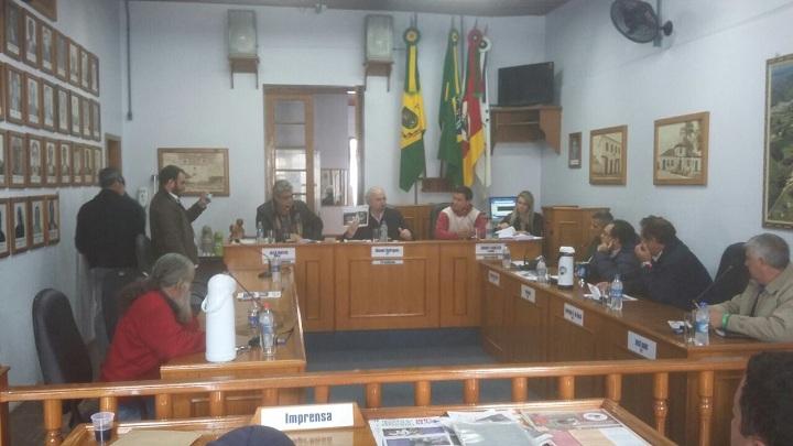 Em sessão na Câmara, vereador Marcus Cunha e secretário de Saúde Diego  Espindola ressaltaram a importância e mobilização do hospital 100% SUS