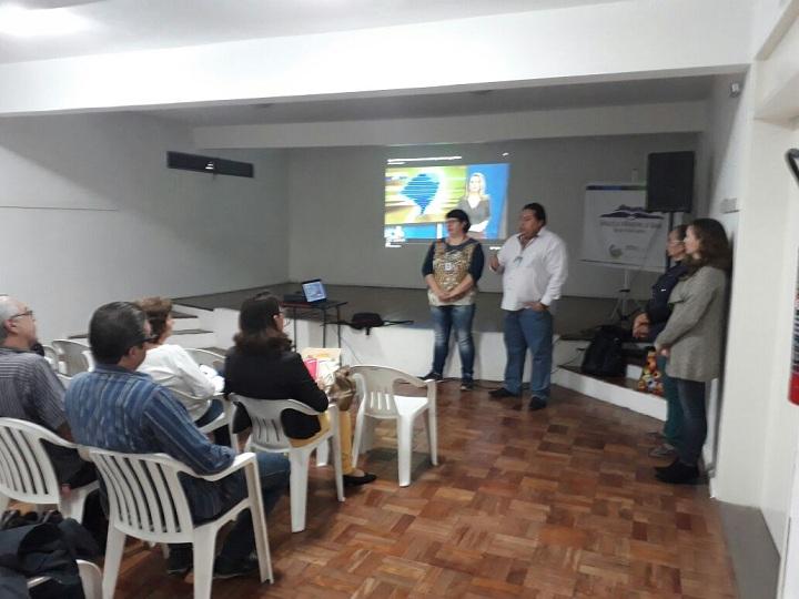 Formação das agroindústrias e produtos ofertados foram pontos apresentados  durante a reunião com os gestores escolares