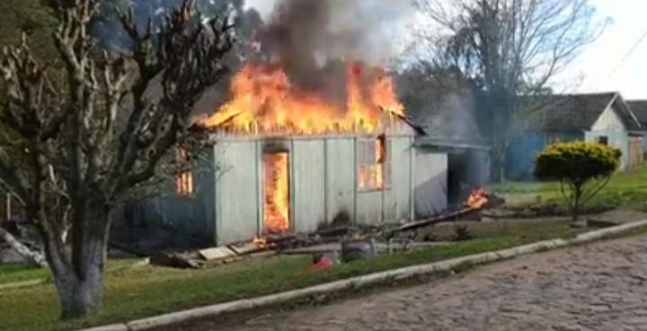A causa do incêndio ainda não se sabe ao certo