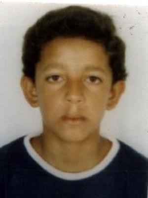 Jonison foi morto após uma briga. Foto divulgada pela polícia mostra a vítima mais jovem