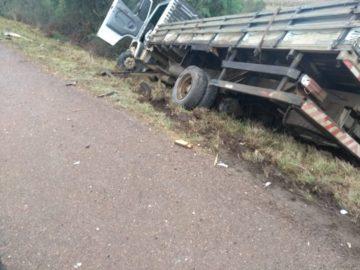 Veículos ficaram bastante danificados e foram parar no acostamento da rodovia