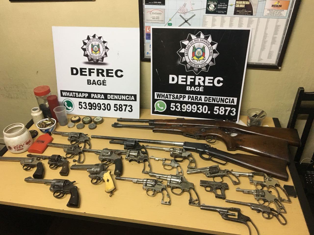 Foram 19 revólveres e 5 armas longas