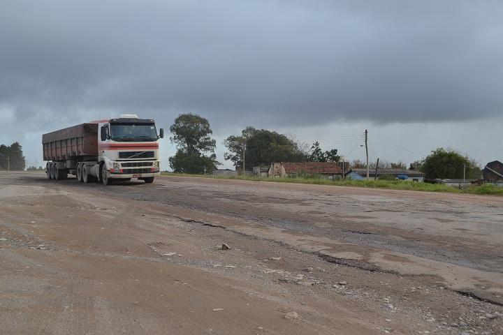 Com R$ 300 mil destinados pelo PGP em 2017, trecho em frente ao posto Buffon, na sede do município, deve receber asfalto novo ainda este ano