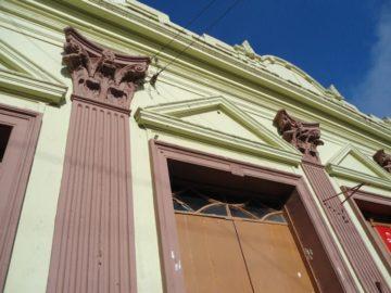 Os detalhes das fachadas chamam a atenção
