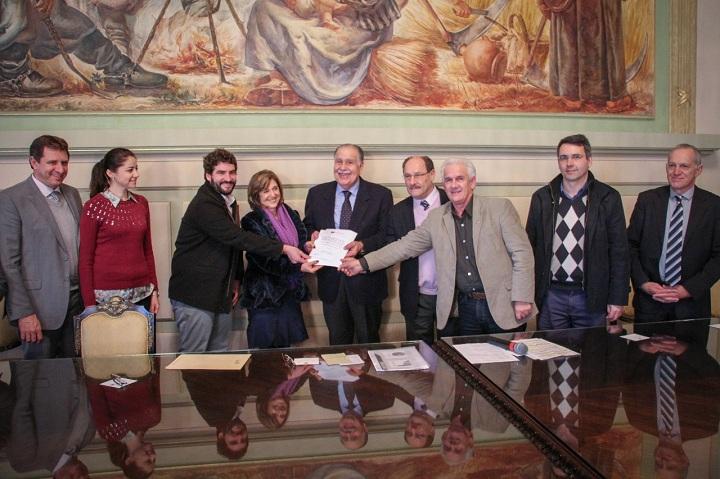 Entrega da licença foi feita pelo governador Sartori, no Palácio Piratini
