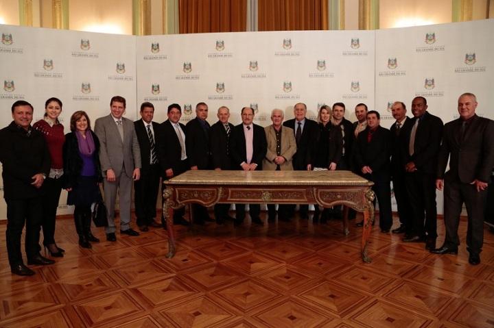 Após o evento, lideranças da região e do Estado, posaram para uma foto oficial