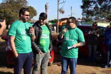 Prefeito Adriano (E) e o gerente da Intercement, Nelson Junior (D), participaram ativamente da ação