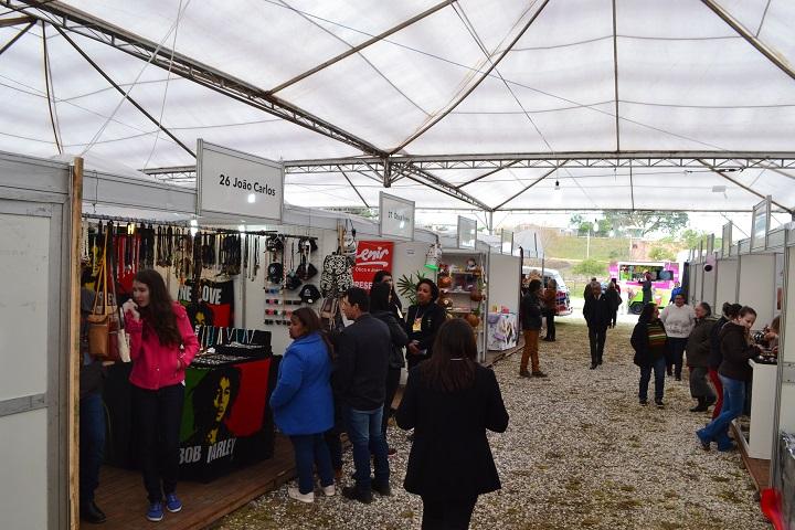 Público se dividiu entre a área comercial e as apresentações artísticas