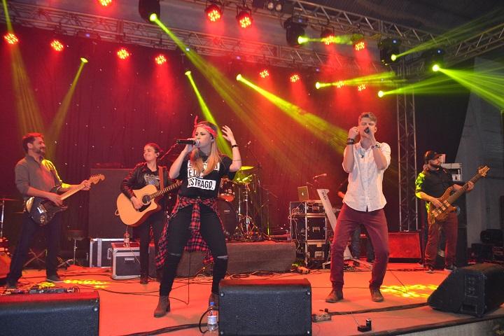 Dupla sertaneja deu um verdadeiro show no palco da Festa do Colono