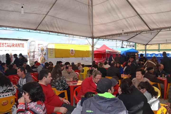Praça de alimentação lotou neste domingo