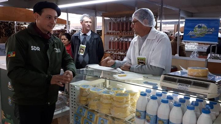 Coordenador do pavilhão das agroindústrias visitou os estandes