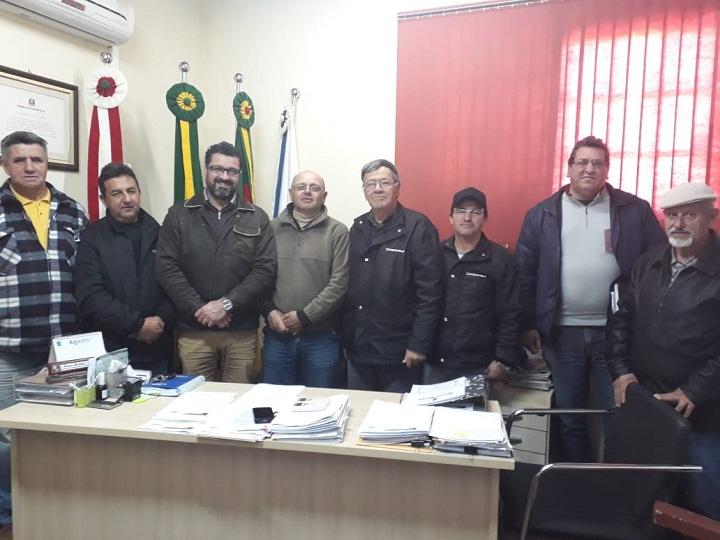 Parceria foi firmada durante reunião no gabinete do prefeito Renato, em Hulha Negra