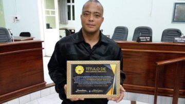 Recentemente, Bafo também recebeu o título de Mestre de Capoeira