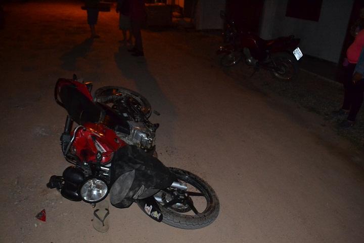 Motos se bateram na entrada do bairro Portelinha